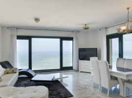 2 Bedrooms Sea Twins 1