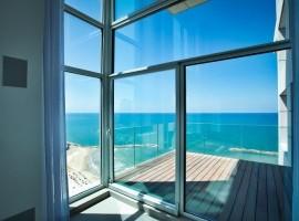 1 Bedroom Royal Beach