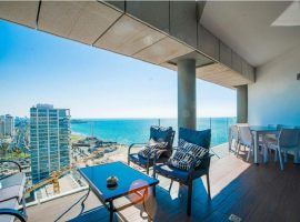 1 Bedroom Loft Royal Beach