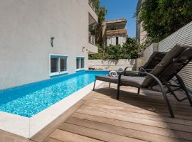 3 Bedrooms Garden with private swimming pool and a car parking